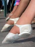 Pés das mulheres que dança na mostra Imagem de Stock