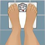 Pés das pessoas na escala de peso Fotos de Stock