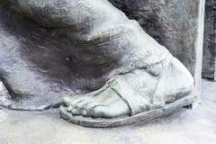 Pés de bronze de uma estátua Imagem de Stock