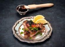 Pés de frango frito com molho do teriyaki imagem de stock royalty free