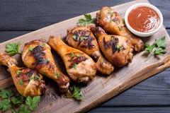 Pés de galinha grelhados com fundo do alimento do BBQ do molho de tomate fotografia de stock royalty free