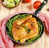 Pés de galinha Roasted com feijões verdes Imagem de Stock