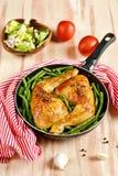 Pés de galinha Roasted com feijões verdes Fotos de Stock