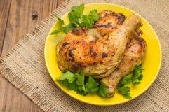 Pés de galinha Roasted em um fundo de madeira Vista superior Close-up Foto de Stock