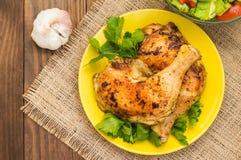 Pés de galinha Roasted em um fundo de madeira Vista superior Close-up Fotografia de Stock Royalty Free
