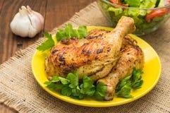 Pés de galinha Roasted em um fundo de madeira Vista superior Close-up Fotos de Stock Royalty Free