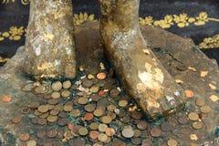 Pés de moedas da imagem e da previsão de buddha Imagem de Stock Royalty Free