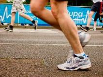 Pés do corredor de maratona Fotografia de Stock