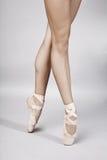 Pés do dançarino de bailado Fotografia de Stock