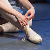 Pés do dançarino de bailado Imagem de Stock