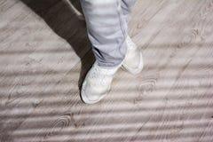 Pés do dançarino urbano da batida Foto de Stock Royalty Free