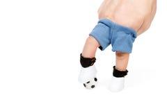 Pés do jogador de futebol que pisam na bola de futebol Imagem de Stock Royalty Free