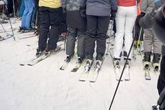 Pés dos esquiadores imagens de stock
