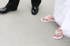 Pés dos pares do casamento foto de stock royalty free