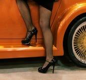 Pés e carro Fotos de Stock Royalty Free