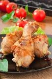 Pés e vegetais grelhados de galinha fotografia de stock royalty free