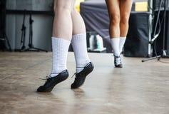 Pés fêmeas de três dançarinos irlandeses fotografia de stock royalty free