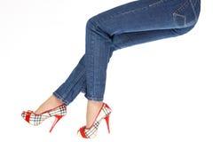 Pés fêmeas nas calças Imagem de Stock Royalty Free