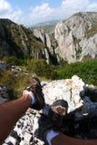 Pés na caminhada das rochas Imagem de Stock