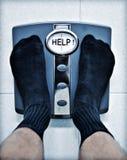 Pés na escala de banheiro Imagem de Stock