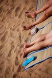 Pés na praia Imagem de Stock