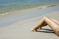 Pés na praia Foto de Stock