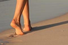 Pés na praia Fotografia de Stock