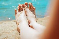 Pés na praia Fotografia de Stock Royalty Free