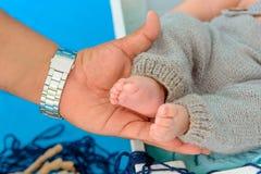 Pés recém-nascidos do bebê Fotos de Stock