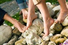 Pés saudáveis: nas pedras Foto de Stock Royalty Free