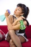 Pés 'sexy' e braços asiáticos da empregada doméstica cruzados Imagens de Stock Royalty Free