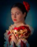 Pétalas da princesa Offering Heart Shaped imagem de stock royalty free