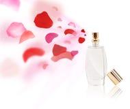 Pétales de rose de pulvérisation de bouteille d'Erfume Photo stock