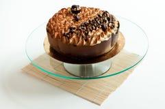 Pétalos aislados torta de Tiramisu Fotos de archivo libres de regalías