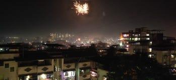 Pétards de Diwali en ciel images libres de droits