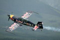 Péter Besenyei pilotant 300S supplémentaire Image libre de droits
