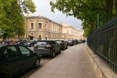 Pétersbourg, Russie - 30 juin 2017 : mouvement des voitures sur les rues de la ville Photographie stock libre de droits
