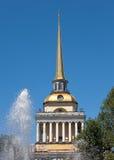 Pétersbourg. Vue de l'Amirauté principal Images stock