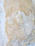 Pétroglyphes sur le lac Baïkal Photo stock