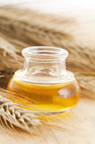 Pétrole de germe de blé photo stock