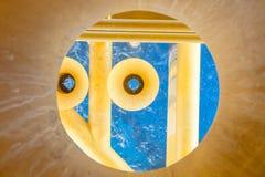 Pétrole et gaz produisant des fentes à la plate-forme en mer, vue supérieure Photos libres de droits