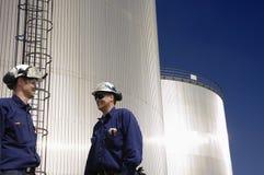 Pétrole, gaz, essence et ouvriers Photographie stock