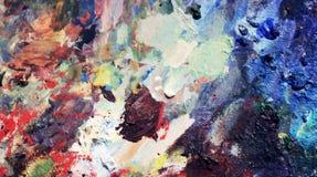 Pétrole vibrant ou peinture acrylique sur la palette utilisée du ` s d'artiste pour dessiner et peindre photographie stock libre de droits
