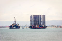 Pétrolier et plate-forme sur la Mer Caspienne Images libres de droits
