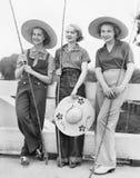 Pêche allante de trois femmes avec les chapeaux énormes (toutes les personnes représentées ne sont pas plus long vivantes et aucu Photo stock