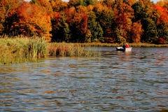 pêche avec des couleurs d'automne Images stock