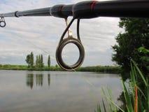 Pêche avec la tige sur le lac Photos libres de droits