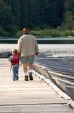 Pêche avec le grand-papa Images stock