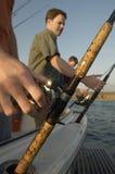 Pêche d'homme sur le yacht Photographie stock libre de droits