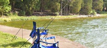 Pêche d'une crique chez Percy Priest Lake photographie stock